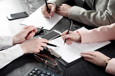 Asesoría jurídica durante la ejecución de contratos públicos y/o privados